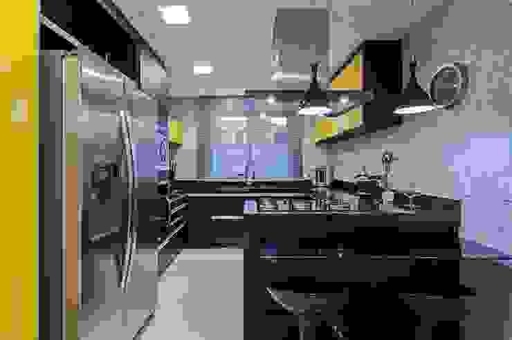 Moderne Küchen von Patrícia Azoni Arquitetura + Arte & Design Modern