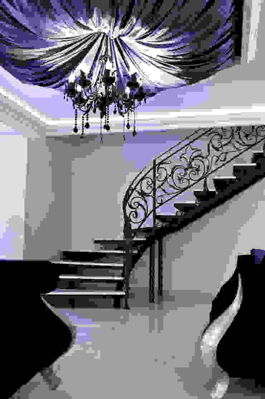 Загородный дом ул. Добрянская 235 кв.м Коридор, прихожая и лестница в классическом стиле от Дизайн студия fabrika Классический
