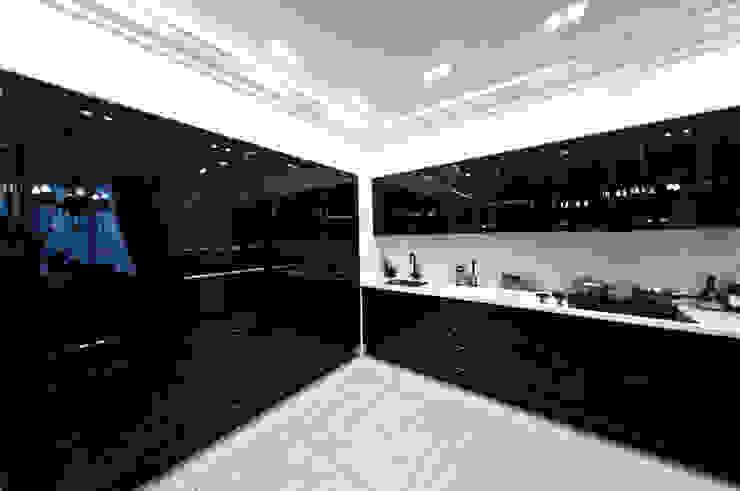 Загородный дом ул. Добрянская 235 кв.м Кухня в классическом стиле от Дизайн студия fabrika Классический