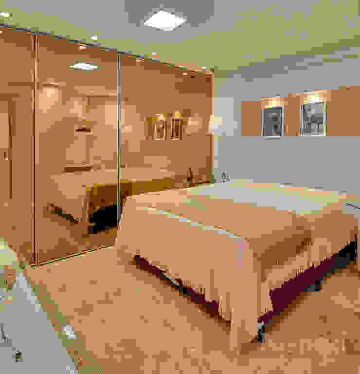 Dormitório Jovem Casal por Letícia Bowoniuk Arquitetura e Interiores Minimalista de madeira e plástico