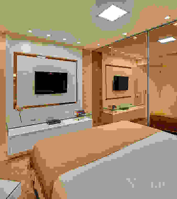 Dormitório casal por Letícia Bowoniuk Arquitetura e Interiores Minimalista