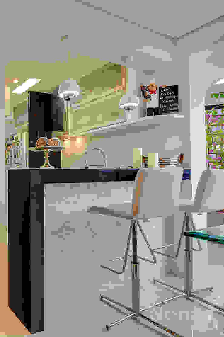 cozinha/ espaço gourmet por Letícia Bowoniuk Arquitetura e Interiores Minimalista