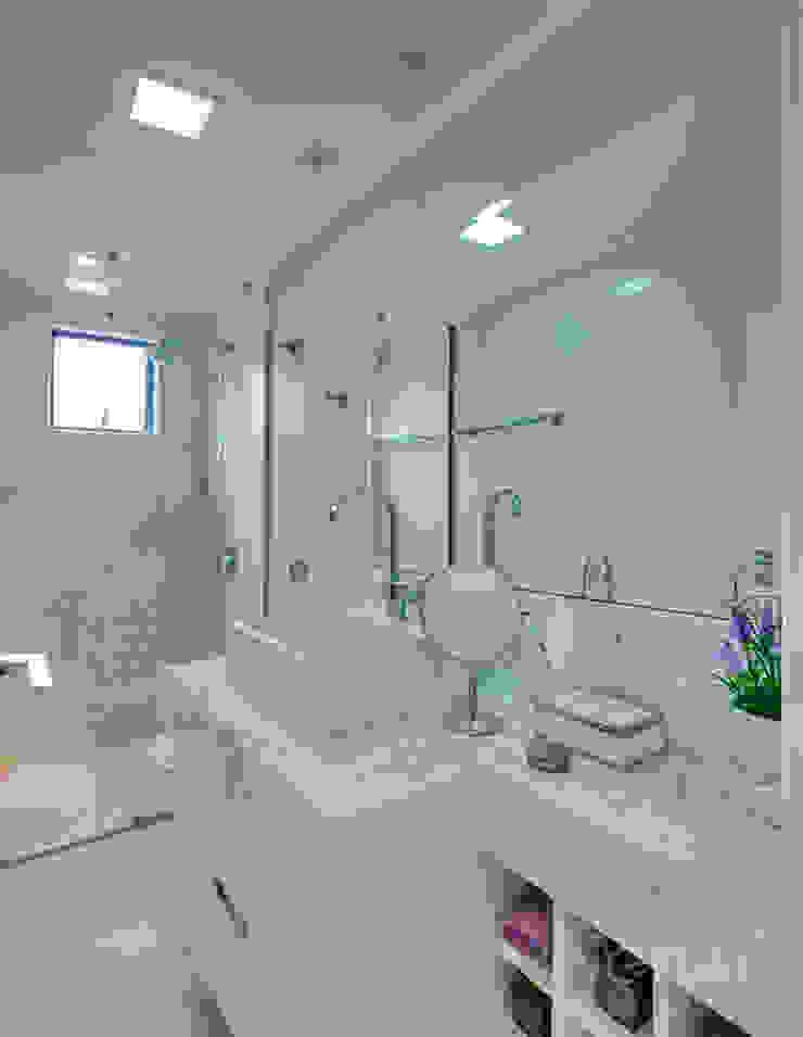 banheiro social Banheiros minimalistas por Letícia Bowoniuk Arquitetura e Interiores Minimalista Cerâmica