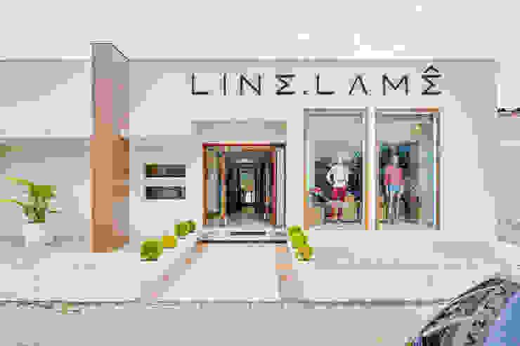 Loja Feminina de Vestuário Edifícios comerciais minimalistas por Letícia Bowoniuk Arquitetura e Interiores Minimalista