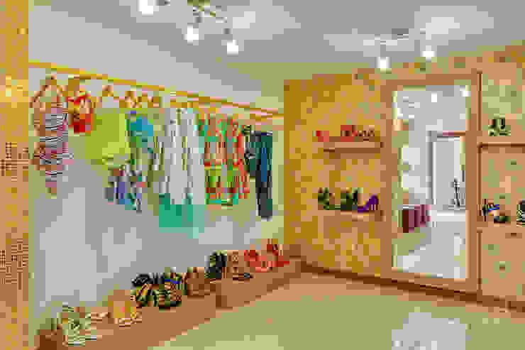 Loja De Roupas Feminina Lojas & Imóveis comerciais minimalistas por Letícia Bowoniuk Arquitetura e Interiores Minimalista
