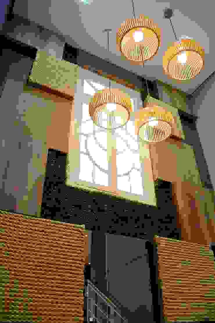 Painel Brasil Lojas & Imóveis comerciais tropicais por Letícia Bowoniuk Arquitetura e Interiores Tropical