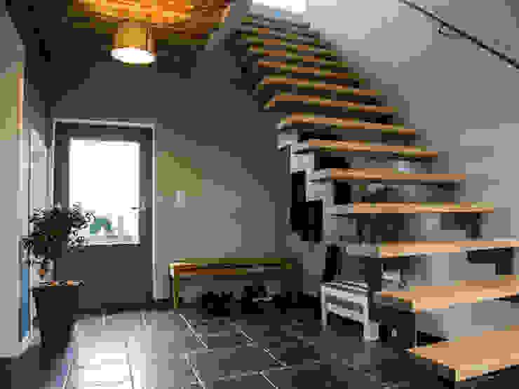 Lumière & contraste Guillaume Muller Architecte Couloir, entrée, escaliers modernes