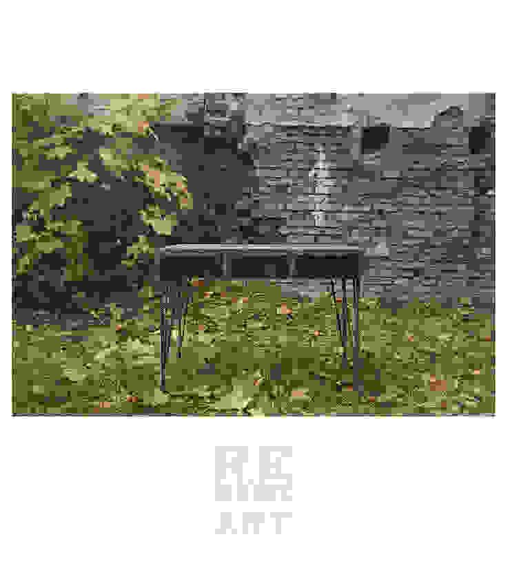 Sosnowe biurko ze stalowymi nogami od ReNowe Art Industrialny Drewno O efekcie drewna