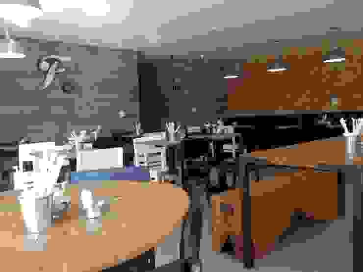 Fresto - Salão Superior Espaços gastronômicos industriais por Atmosfera Arquitetura Sociedade Ltda Industrial Madeira Efeito de madeira