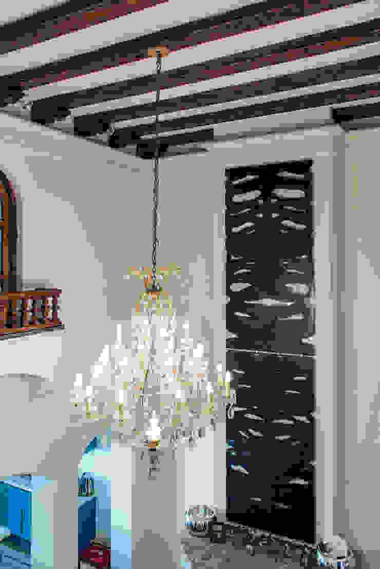 ROARSHARX Salones modernos de Studio Orfeo Quagliata Moderno Vidrio