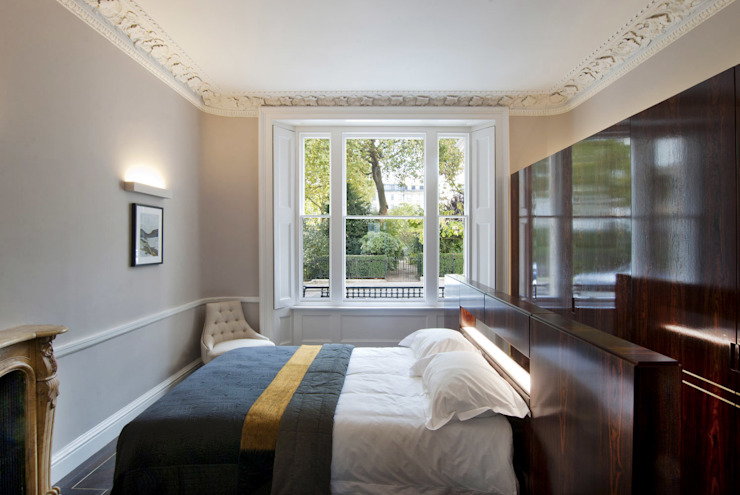 Bedroom with bespoke joinery Modern style bedroom by ÜberRaum Architects Modern