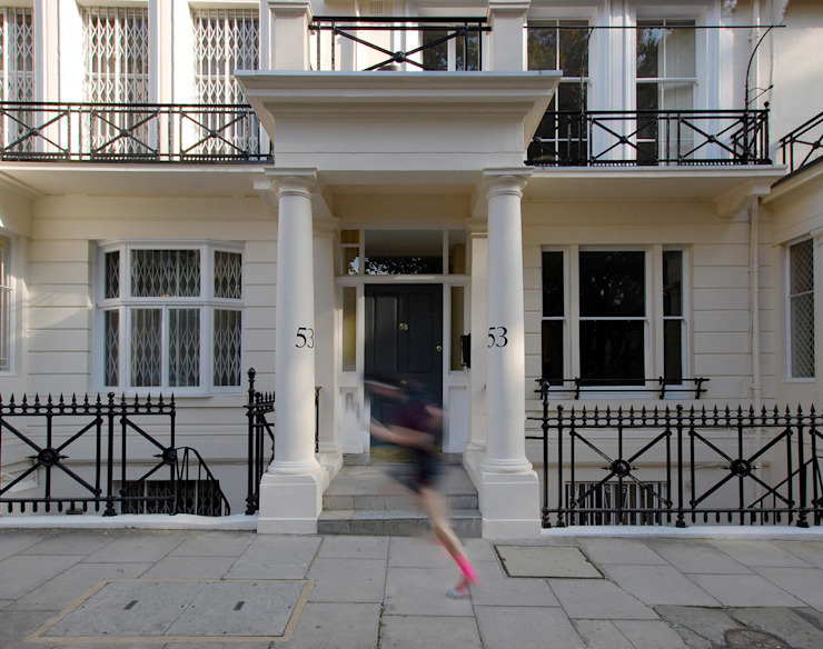 Ennismore Gardens, Knightsbridge Modern houses by ÜberRaum Architects Modern