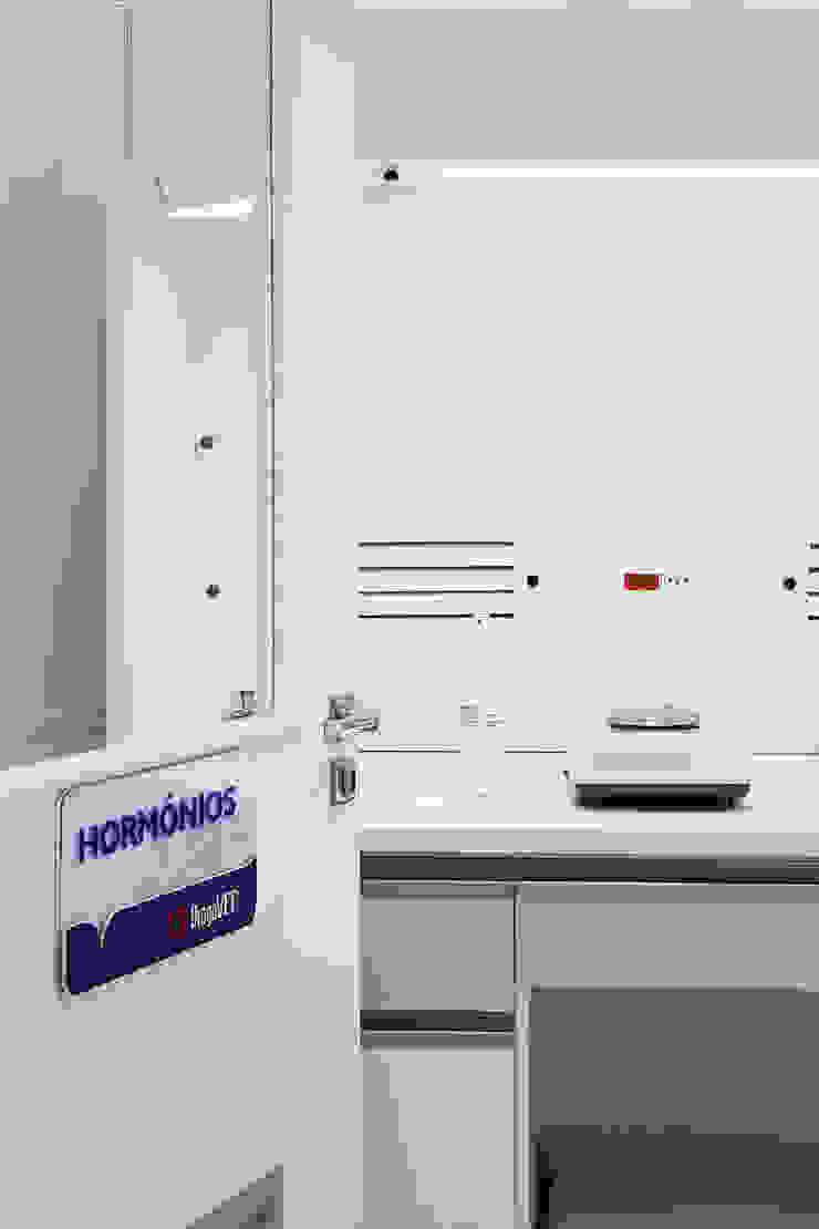 DrogaVet - Farmácia de Manipulação Veterinária Clínicas modernas por Atmosfera Arquitetura Sociedade Ltda Moderno