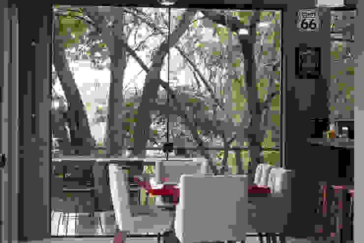 CASA VEREDAS DAS GERAES Salas de jantar industriais por Mutabile Arquitetura Industrial