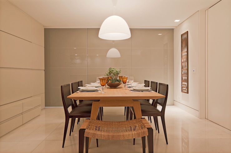 Modern dining room by Dubal Arquitetura e Design Modern