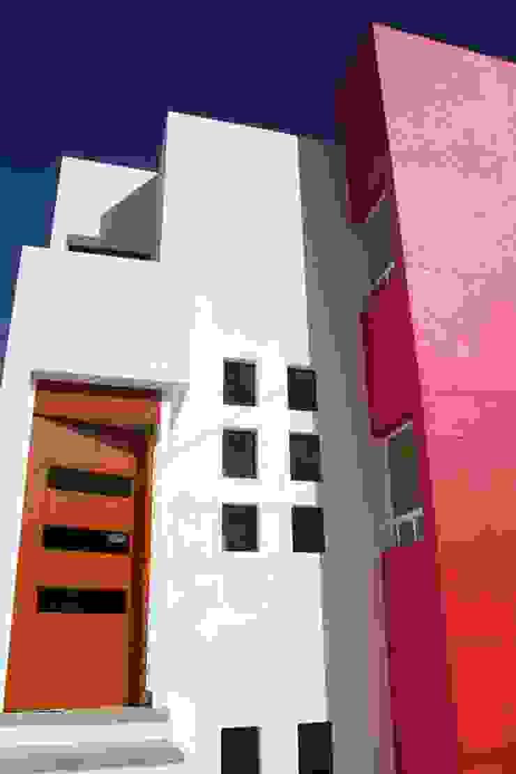 DETALLE DE ACCESSO Casas minimalistas de AD+d Minimalista