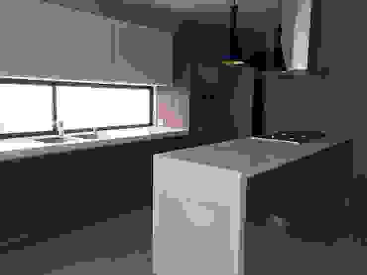 Teques 154 Cocinas modernas de SANTIAGO PARDO ARQUITECTO Moderno