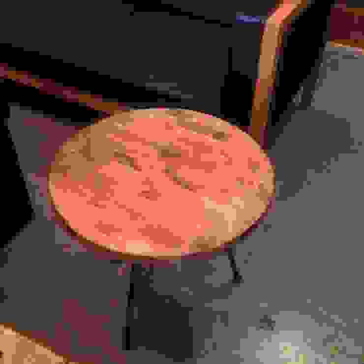 S50.original. Iron Frame Round Table: GALLERY.S S:TAYAMA が手掛けた素朴なです。,ラスティック 無垢材 多色
