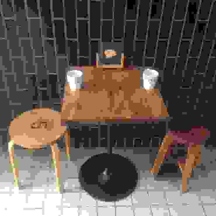 S50.original. Circle Iron Leg Cafe Table: GALLERY.S S:TAYAMA が手掛けた素朴なです。,ラスティック 無垢材 多色
