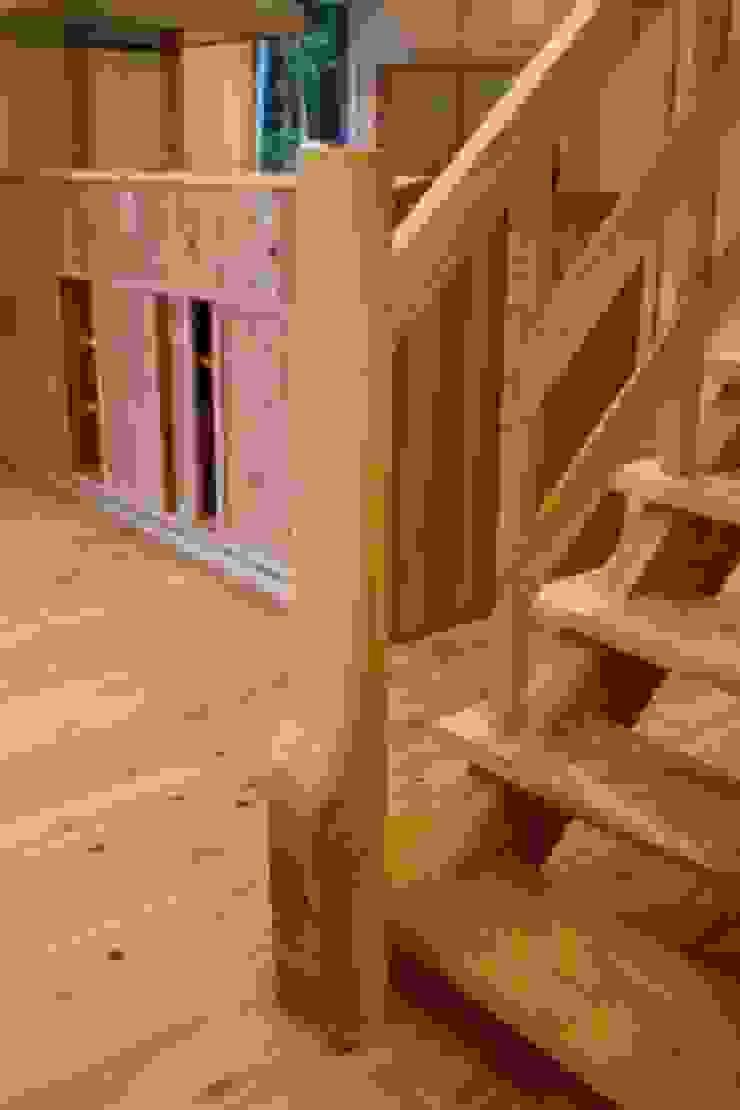 階段 カントリースタイルの 玄関&廊下&階段 の 株式会社粋の家 カントリー