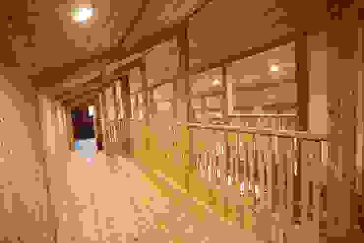 屋根裏 オリジナルスタイルの 玄関&廊下&階段 の 株式会社粋の家 オリジナル