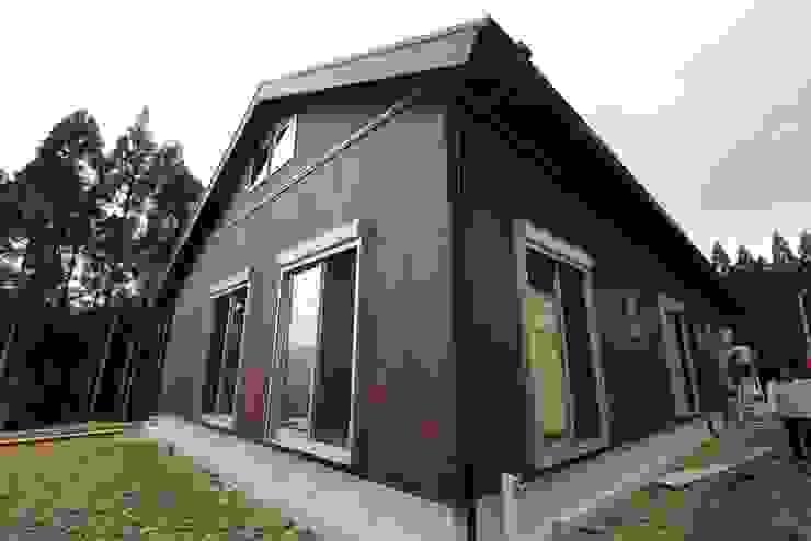 外壁:無垢杉 クラシカルな 家 の 株式会社粋の家 クラシック
