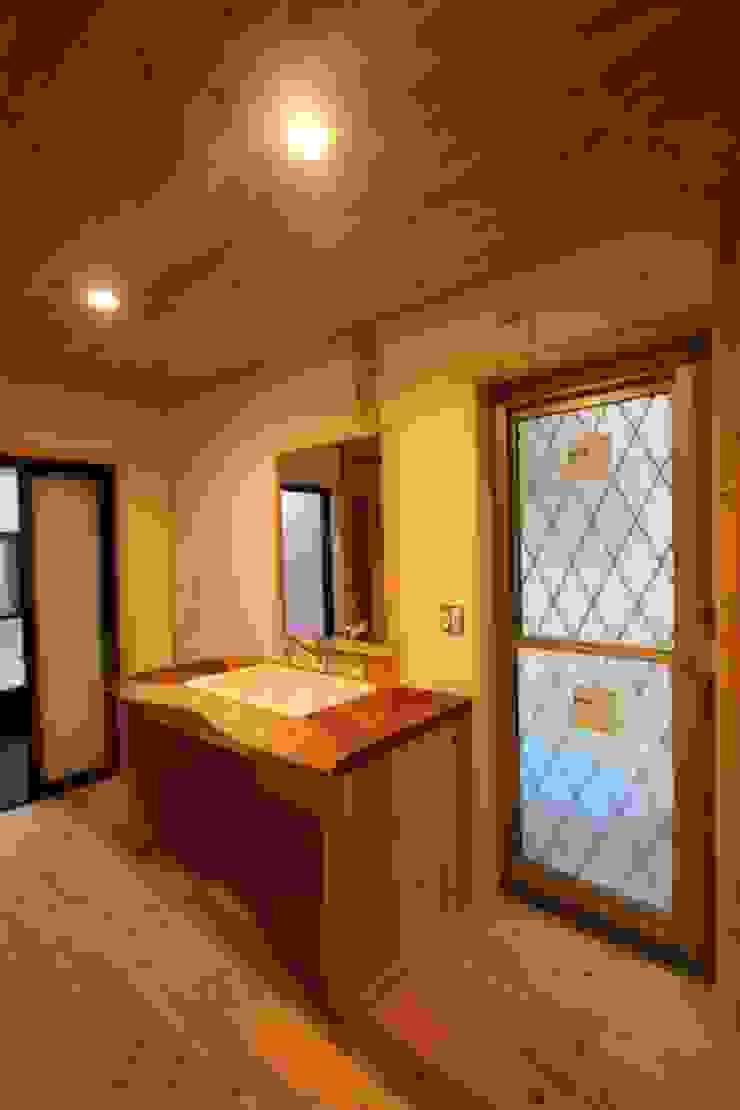 ケヤキ板で作った洗面所 オリジナルスタイルの お風呂 の 株式会社粋の家 オリジナル
