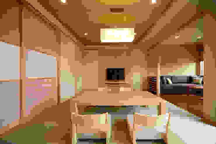 by 株式会社井上輝美建築事務所+都市開発研究所 aim.design studio Modern