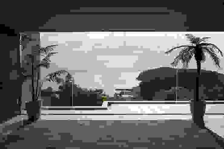 最高の借景 オリジナルスタイルの 玄関&廊下&階段 の PROSPERDESIGN ARCHITECT OFFICE/プロスパーデザイン オリジナル