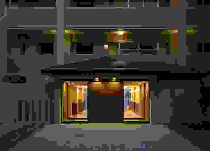 アプローチ オリジナルスタイルの 玄関&廊下&階段 の PROSPERDESIGN ARCHITECT OFFICE/プロスパーデザイン オリジナル