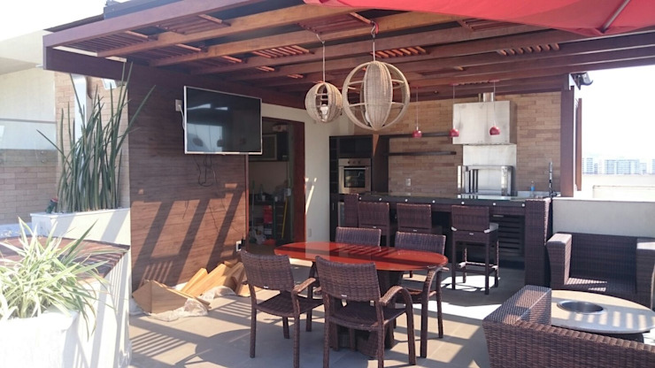 Cobertura Gourmet Varandas, alpendres e terraços tropicais por Studio HG Arquitetura Tropical