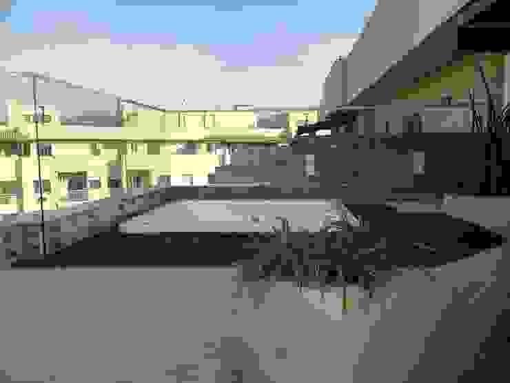 Deck da hidro-spa com ducha Spa tropical por Studio HG Arquitetura Tropical