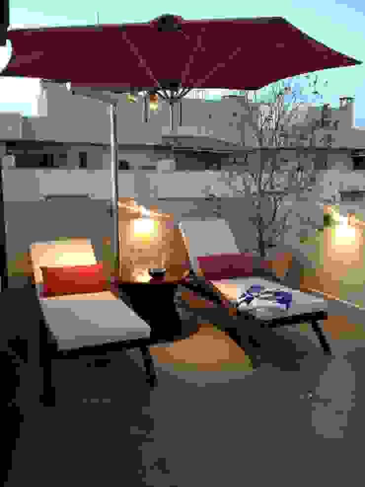 Relax area. Varandas, alpendres e terraços tropicais por Studio HG Arquitetura Tropical