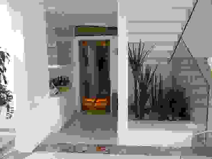Hall de acesso. Corredores, halls e escadas ecléticos por Studio HG Arquitetura Eclético