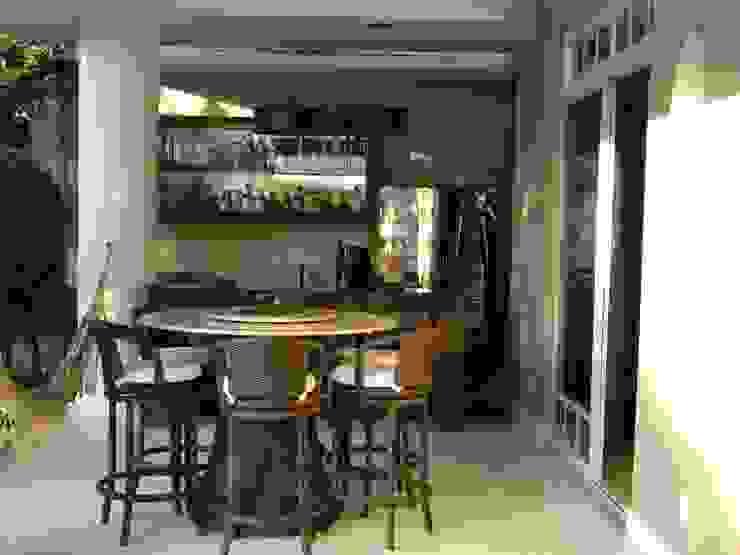Studio HG Arquitetura Balcones y terrazas de estilo tropical