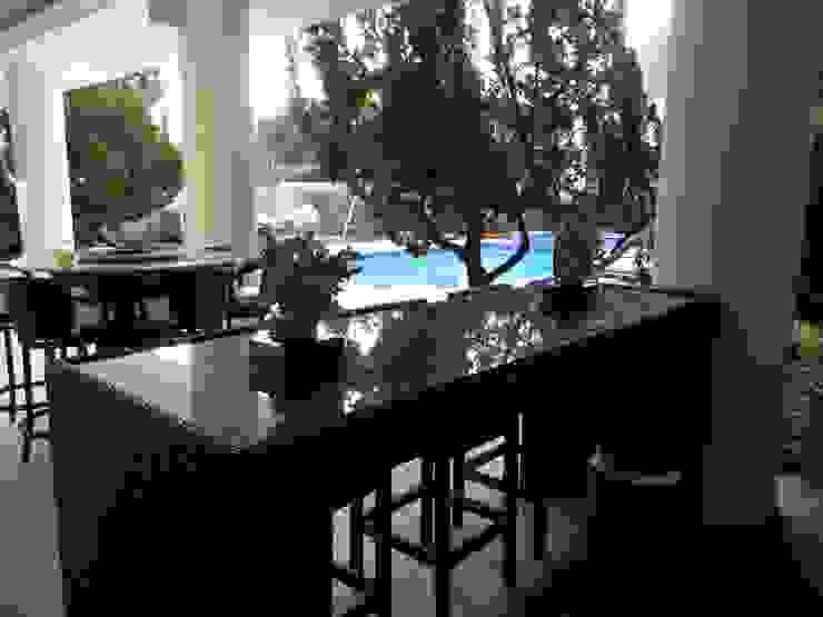 Studio HG Arquitetura Tropical style balcony, porch & terrace