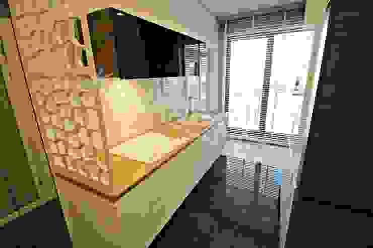 Apartament pokazowy dla dewelopera Nowoczesna kuchnia od KANABE Nowoczesny