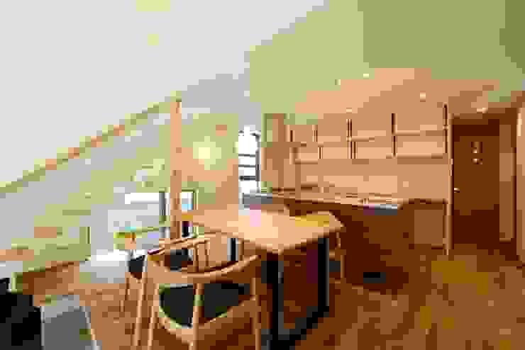 Cocinas de estilo moderno de バウムスタイルアーキテクト一級建築士事務所 Moderno