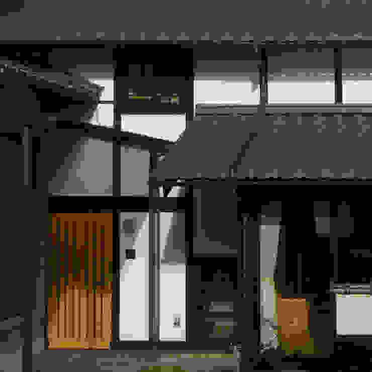 エントランスポーチ 外観 オリジナルな 家 の 竹内建築設計事務所 オリジナル