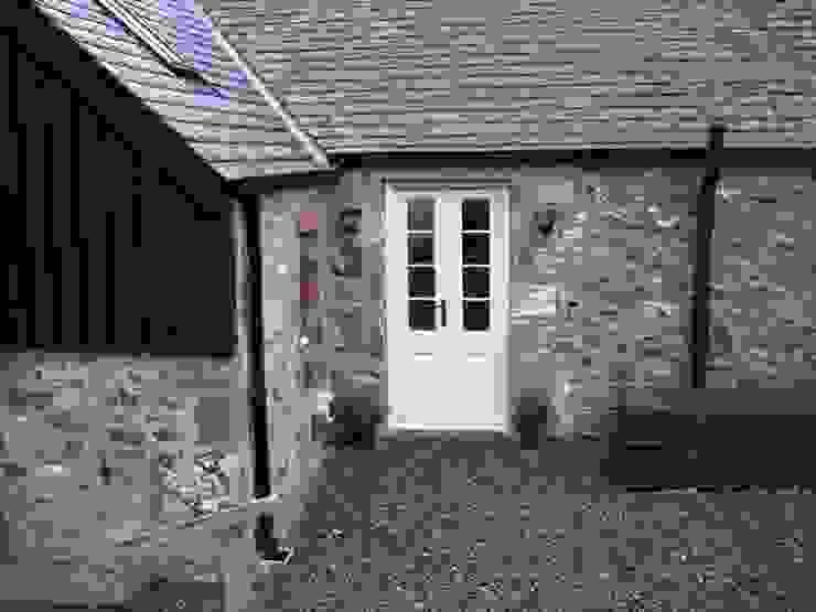 Bedroom Doors Fenêtres & Portes rurales par Roundhouse Architecture Ltd Rural