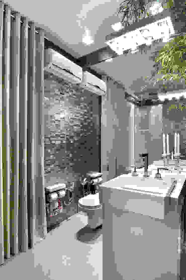 Banheiro Social Banheiros minimalistas por arquiteta aclaene de mello Minimalista
