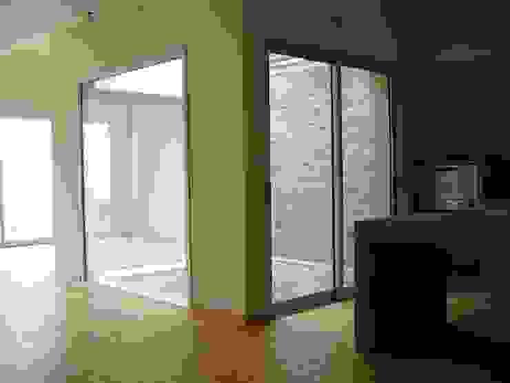 Casas modernas de Paula Mariasch - Juana Grichener - Iris Grosserohde Arquitectura Moderno