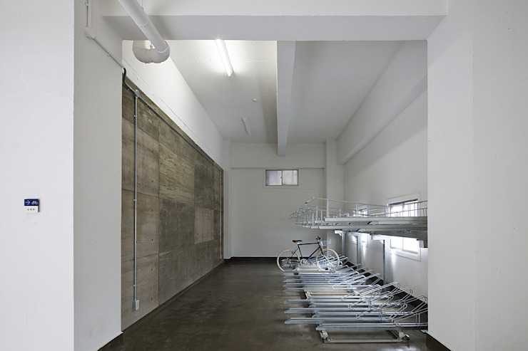 Industrial style garage/shed by 株式会社アーキネット京都1級建築士事務所 Industrial