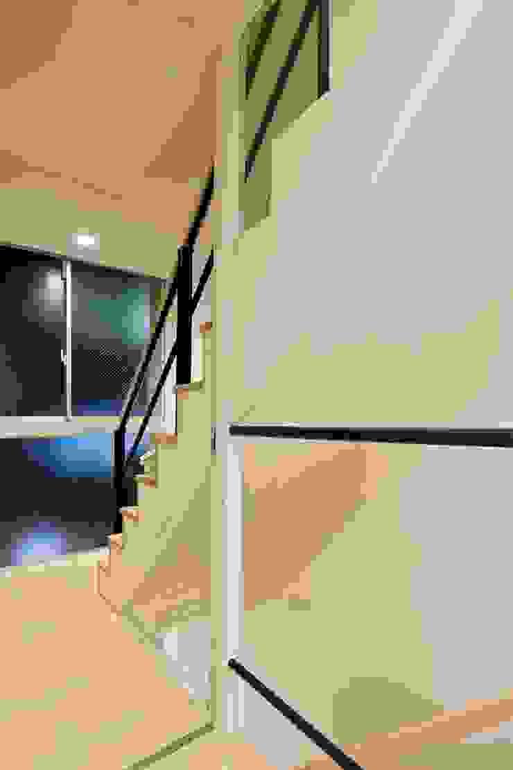 都心の家 NY邸: 細江英俊建築設計事務所が手掛けた現代のです。,モダン