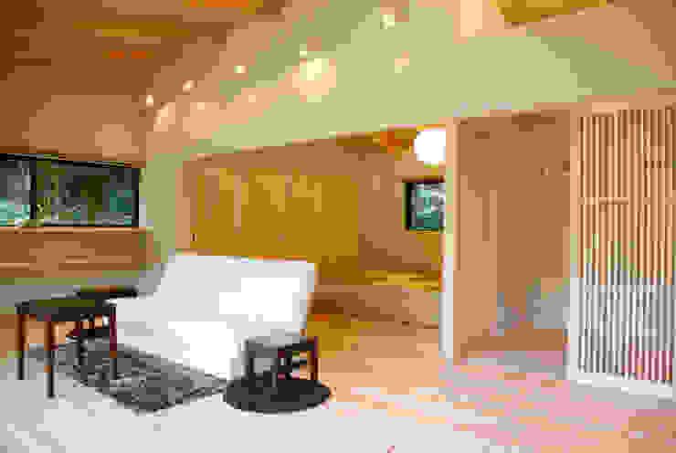 KI HOUSE モダンデザインの リビング の 日菜設計室 HINA ARCHITECTS モダン
