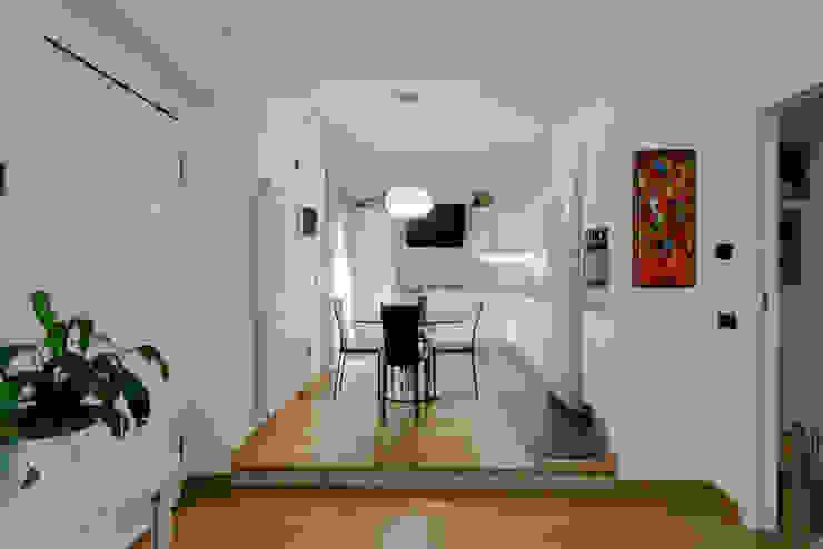Salle à manger originale par Marco D'Andrea Architettura Interior Design Éclectique Bois Effet bois