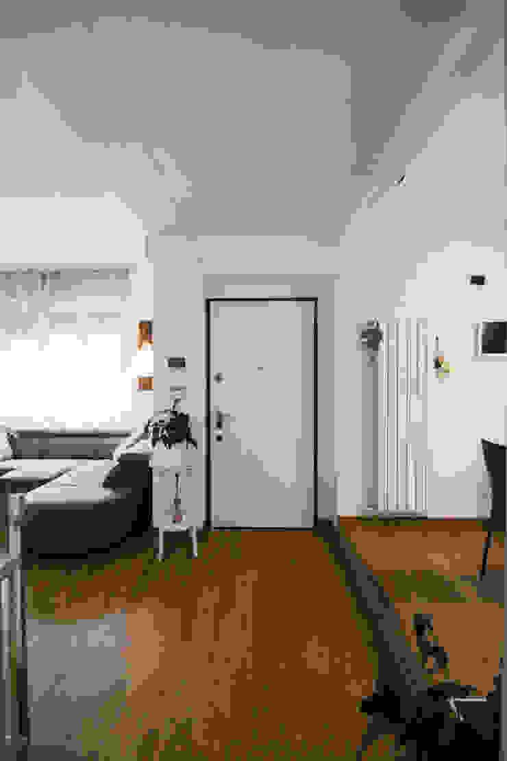 Couloir, entrée, escaliers originaux par Marco D'Andrea Architettura Interior Design Éclectique Bois Effet bois