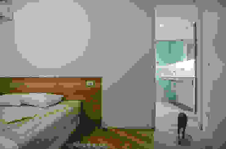 Scandinavian style bedroom by ROCAMORA DISEÑO Y ARQUITECTURA Scandinavian