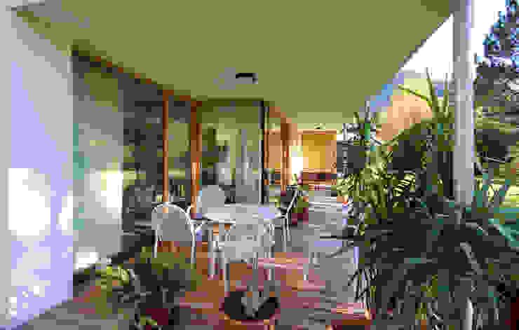 Balcones y terrazas modernos de BESTO ZT GMBH_ Architekt DI Bernhard Stoehr Moderno