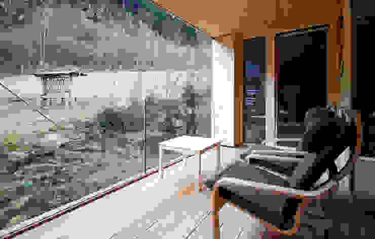 ZU- UND UMBAU HOCHFELD BESTO ZT GMBH_ Architekt DI Bernhard Stoehr Moderner Balkon, Veranda & Terrasse